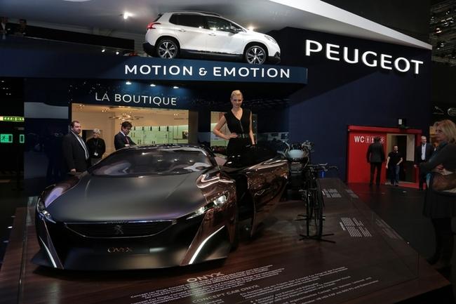 Cenevre Uluslararası Otomobil Fuarı Güzelleri galerisi resim 12