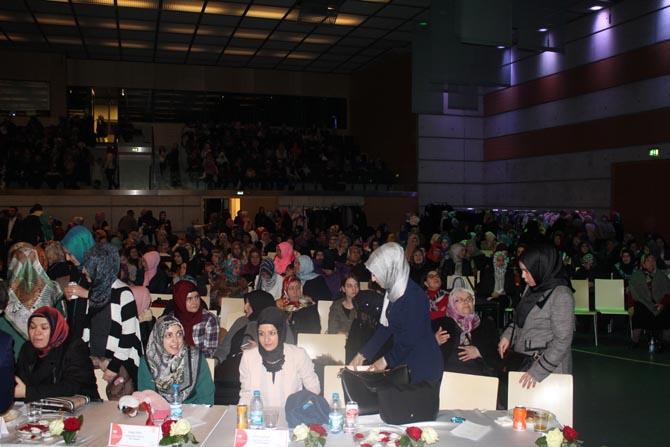 Kur'an ve Peygamber sevdalıları Dietikon Stadthalle'ye akın etti galerisi resim 12