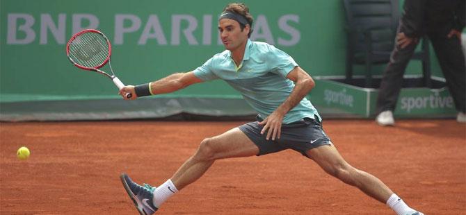 Federer adını finale yazdırdı