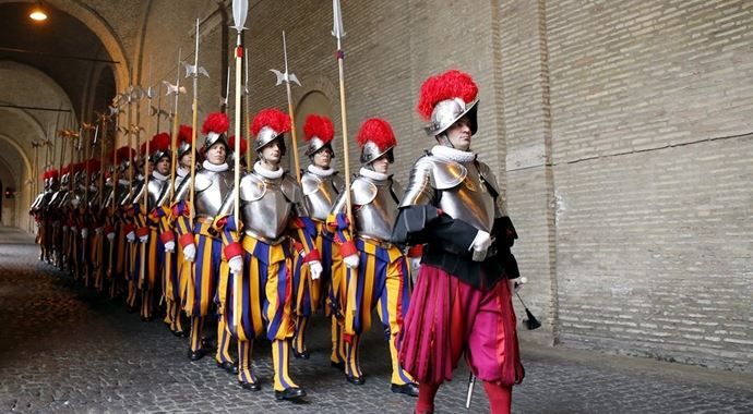 Papa'nın İsviçreli muhafızları yemin etti