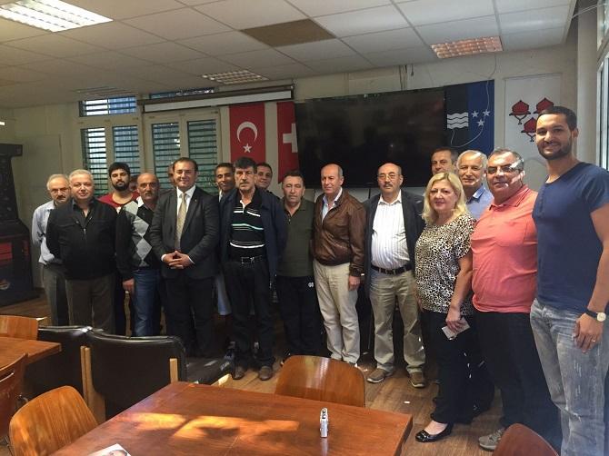 Türkler mutlaka siyasete atılmalı