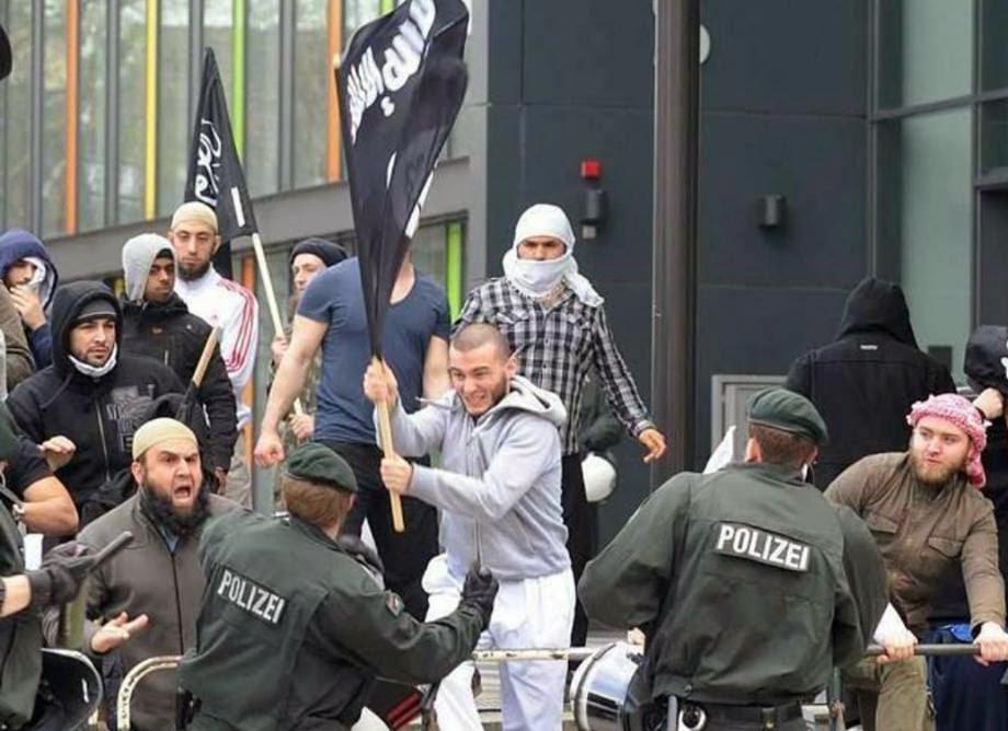 Almanya YASAKLADI İsviçre'de baskı artıyor