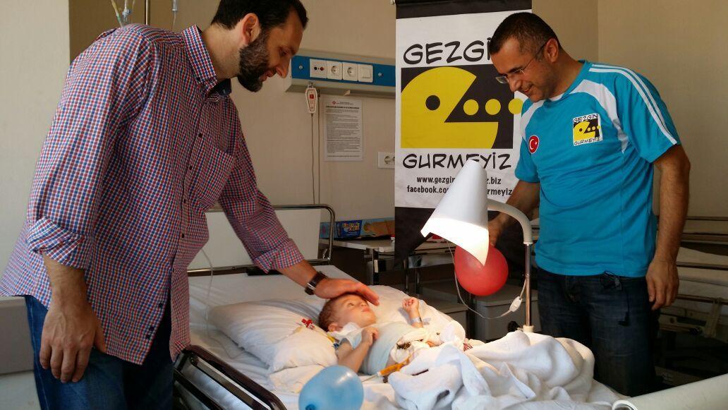 Şehud bebeğe Tut elimi desteği