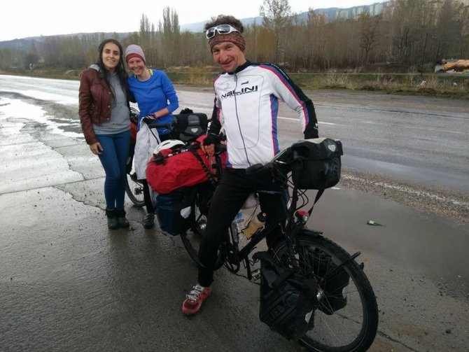 İsviçre'den Bangladeş'e Bisikletle Yolculuk