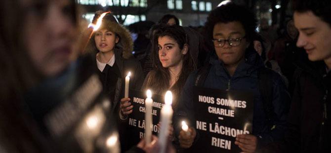 İsviçre'de Paris Saldırısı Protesto Edildi
