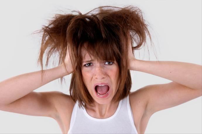 Elektriklenen saçları ballı suyla yıkayın