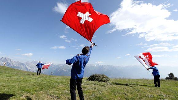 İsviçre, Rusya'ya yaptırımlarını yeniledi
