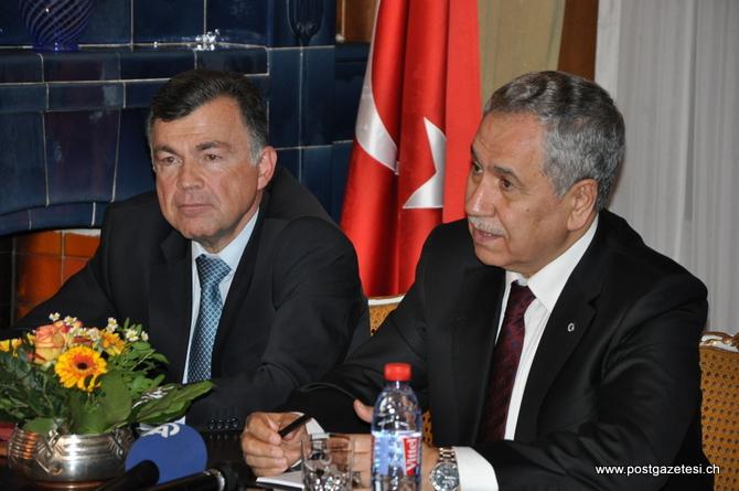 Başbakan Yardımcısı  Arınç İsviçre'de STK temsilcileri ile görüştü