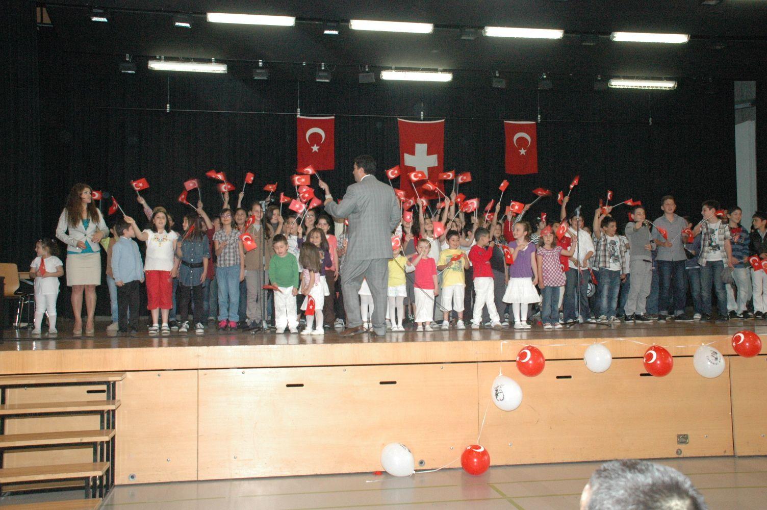 Hem Türk gelenekleri hem 23 Nisan tanıtıldı