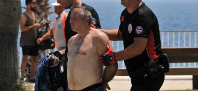 Antalya'da gurbetçi kızı taciz eden sapığa linç girişimi