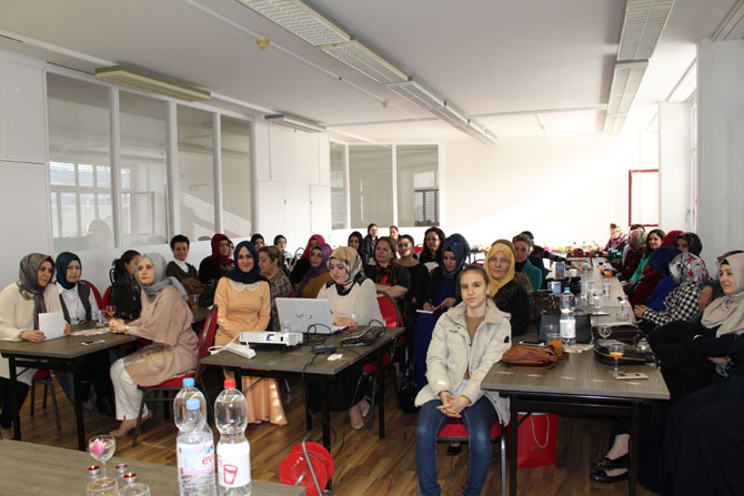 UETD'li kadınlardan özel konferans