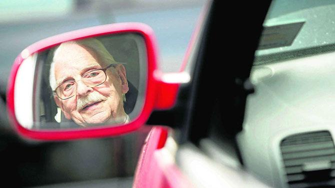 Yollarda yarım milyonun  üzerinde yaşlı sürücü var
