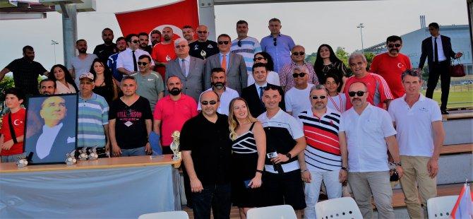 Büyükelçilik Kupasının sahibi FC Bosporus Bern