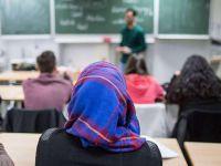 CVP okullarda başörtüsü yasağı istiyor
