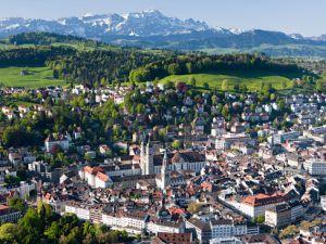 İsviçre'nin doğusunde bir şehir; St.Gallen